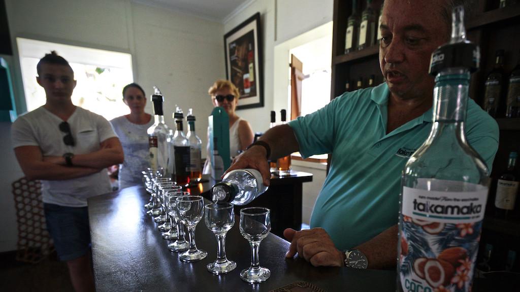 Rum-Verkostung mit Francis Mondon in der Takamaka Destillerie auf Mahé