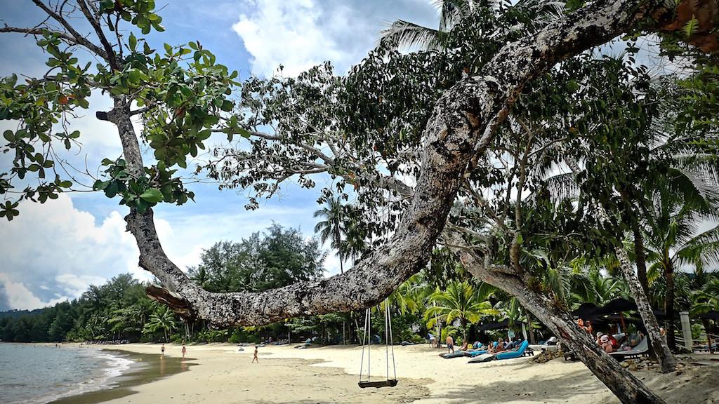 Wohliges Gefühl der Entspannung an Geist und Gliedern - der Strand von Khao Lak