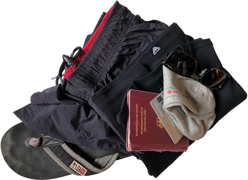 Gepäckverlust-Vorsorge: Mein Für-alle-Fälle-Minimum im Handgepäck, damit der Urlaub erstmal starten kann.
