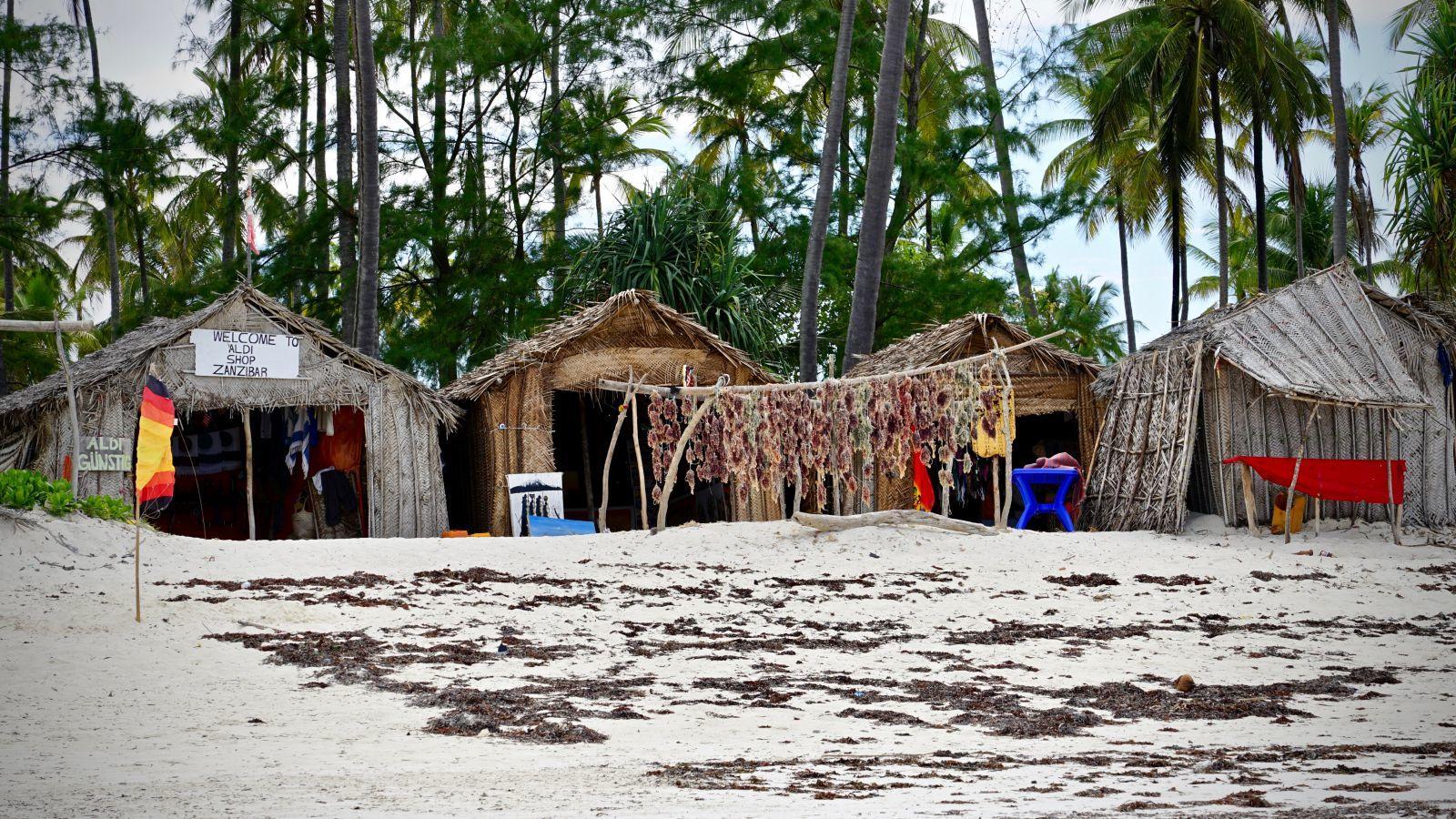 """""""Aldi günstig"""" einkaufen am Strand von Kiwengwa"""