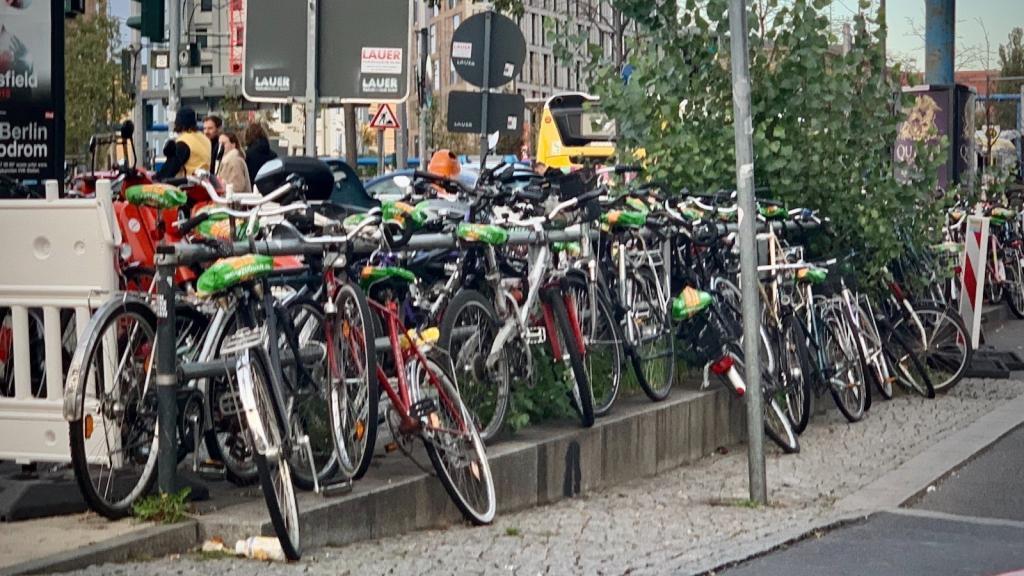 Berlin Fahrrad Chaos am Hauptbahnhof