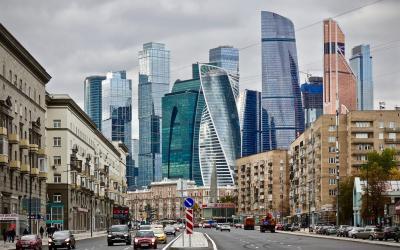 Moskau – du kommst von ihm     weg, aber nicht von ihm los